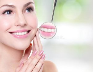женщина с зубами з оровья и зерка ом рта антиста 36679176
